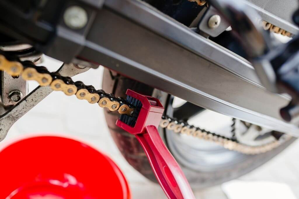 how to properly clean and lubricate a chain on a dirt bike