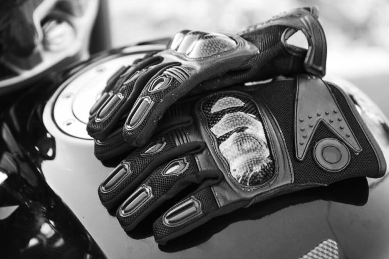 Things to have in mind before Buying Motorcycle Gloves