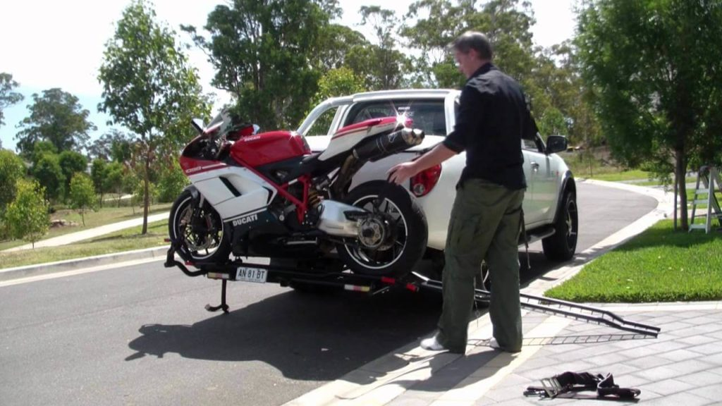 Different Methods of Towing a Motorcycle