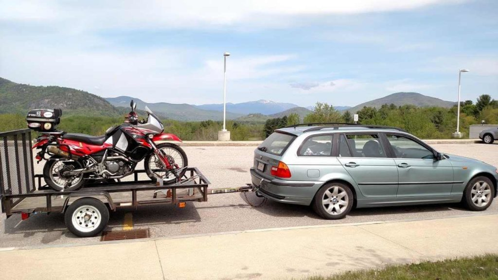 How to tow a motorcycle with a car
